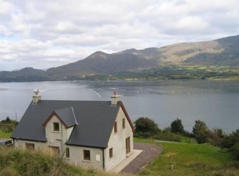 Charming sea view self catering property in the Beara Peninsula, holiday rental in Eyeries