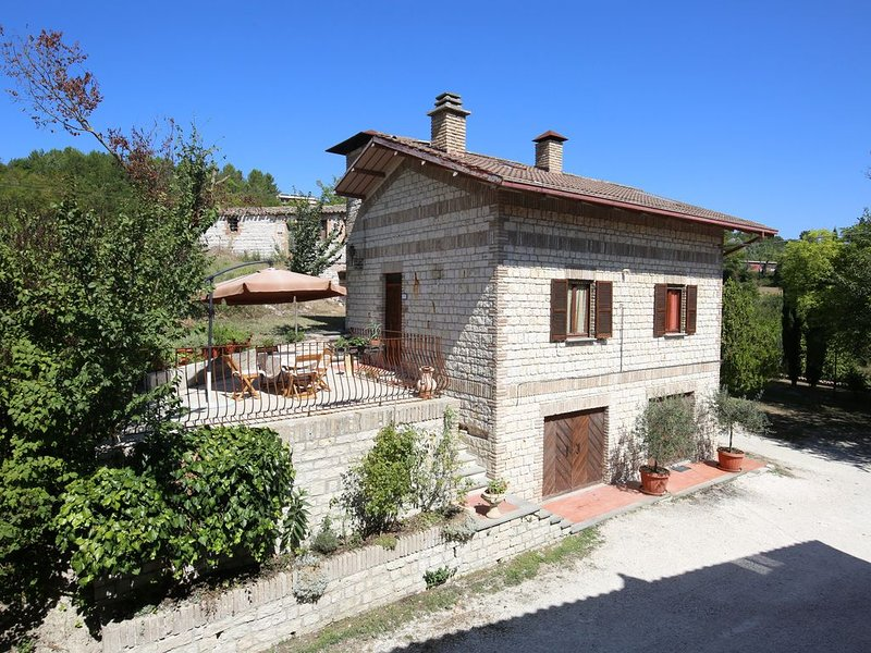 Villetta indipendente con grande parco, location de vacances à Province of Ancona