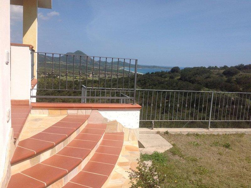 Costa Rei Monte Nai villetta con giardino panoramicissima vista mare, vacation rental in Costa Rei