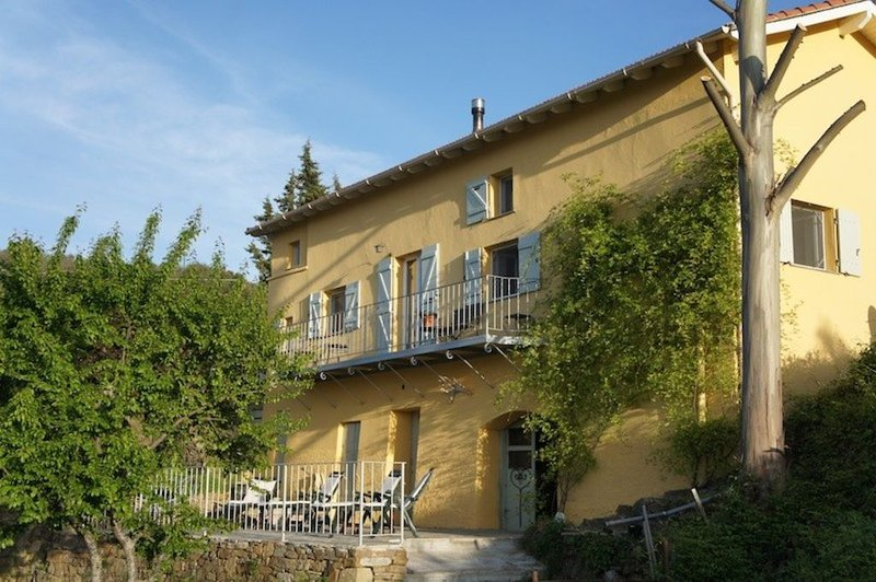 A little piece of heaven, set amongst stunning scenery  of mountain and sea view, holiday rental in Castel Vittorio