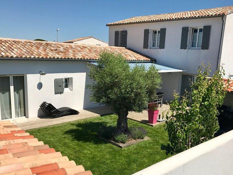Villa Grand Confort avec jardin près centre village et plage, vacation rental in Charente-Maritime