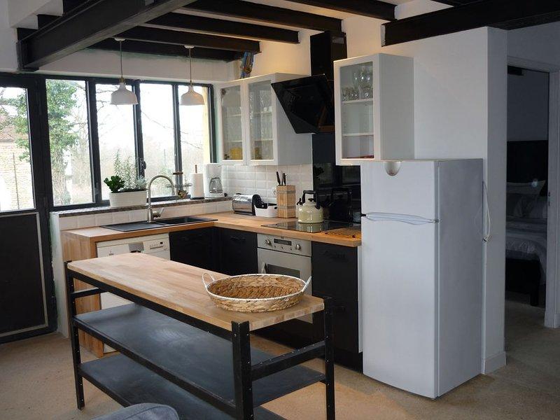 Renovated workshop for 6 people with shared, heated pool in Semur en Auxois, holiday rental in Semur-en-Auxois