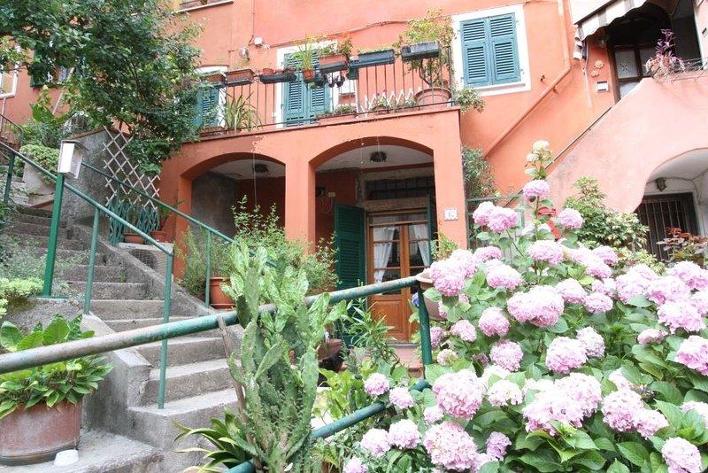 Grazioso appartamento, ingresso indipendente, pochi minuti da Portovenere, alquiler de vacaciones en La Spezia