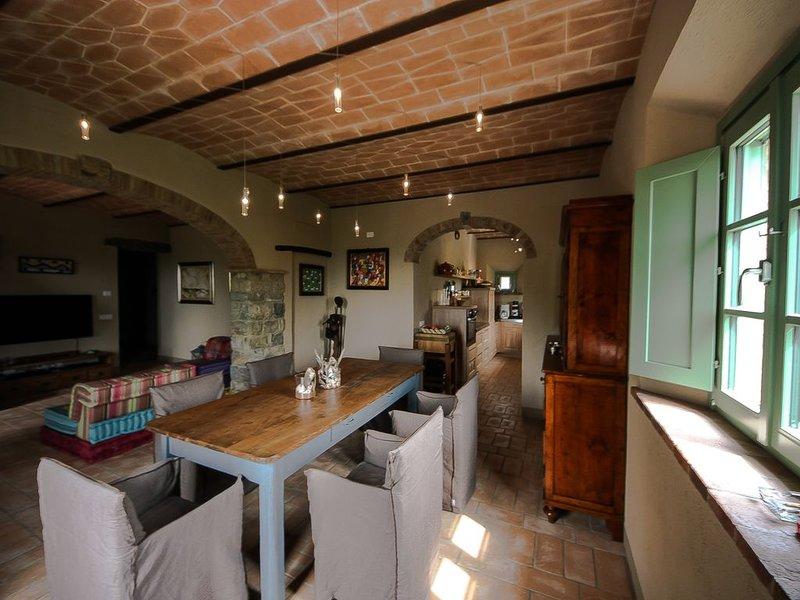 Appartamento di pregio in Antico Borgo Toscano vicino San Gimignano e Volterra, holiday rental in Gambassi Terme