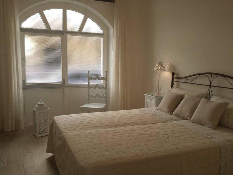 CENTRALISSIMO APPARTAMENTO VICINO AL MARE CON GIARDINO PRIVATO  WIFI, vacation rental in Alghero