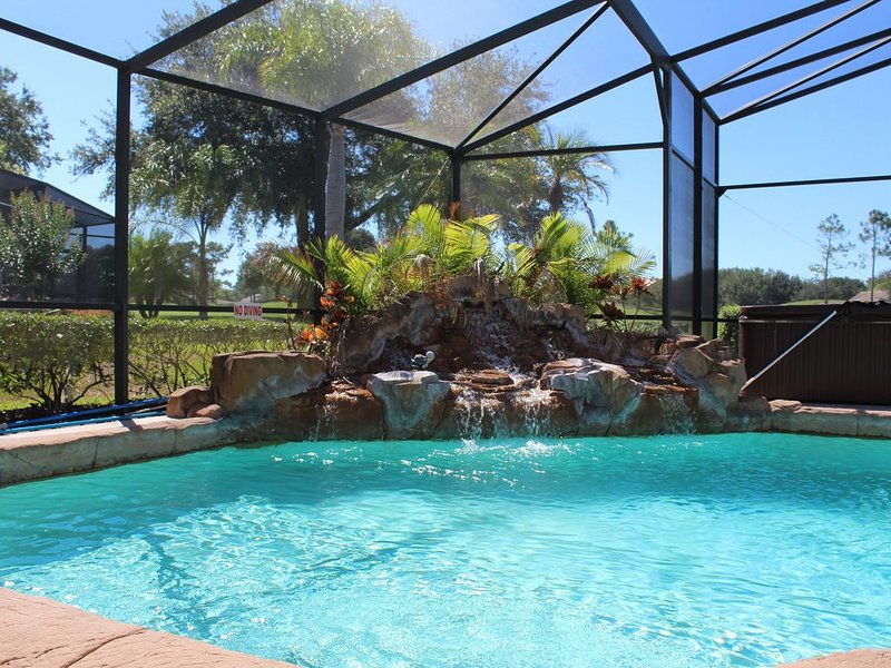 Wow! Fantastic 4 Bed 3 Bath, Villa, With It's Own 4 Hole Putting Green, Jacuzzi, vacation rental in Haines City