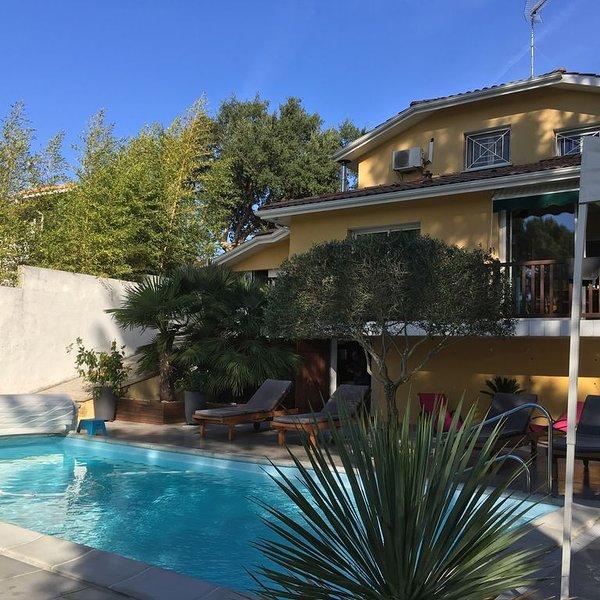BELLE VILLA PISCINE CHAUFFEE A PROXIMITE DU CENTRE VILLE  ET PLAGES, vacation rental in Capbreton