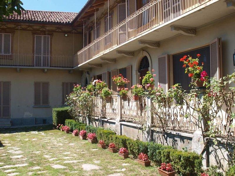 Monticello D Alba: Dimora tipica, appartenuta al farmacista  e alla maestra del, vakantiewoning in Bra