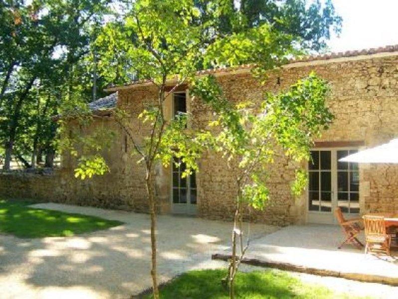 Gîte de charme, calme et verdure au coeur du Périgord, holiday rental in Clermont de Beauregard