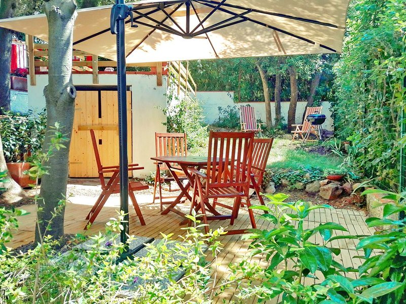 Vista fantastica, giardino privato, aria condizionata, WIFI gratuito., vacation rental in Castellaccio