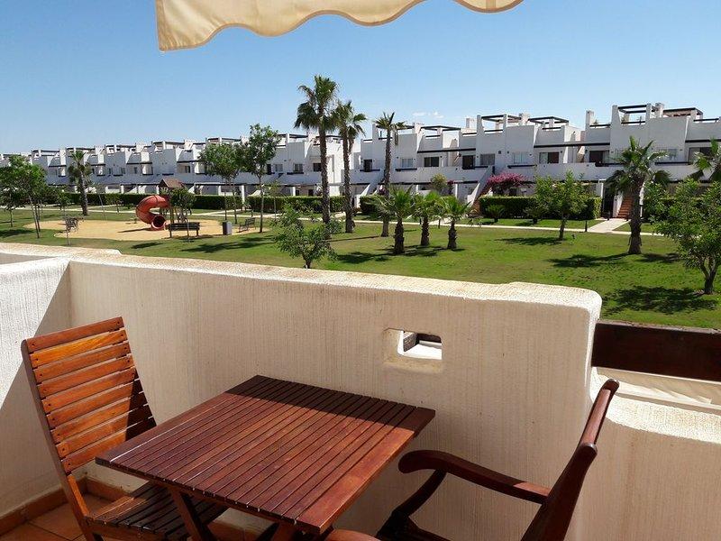 Luxury Apartment in Condado de Alhama with solarium, A/C, WIFI, pool & garden., vacation rental in Mazarron