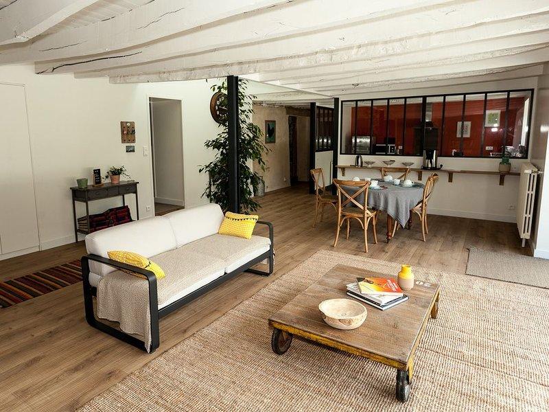 Rennes  belle maison de caractère avec piscine  En Ille et Vilaine , Bretagne, vacation rental in Val-d'Ize