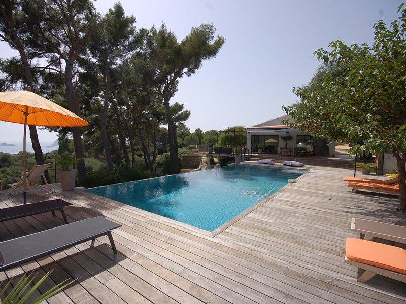 Grande villa luxe avec vue magnifique sur la mer, vacation rental in Ceyreste