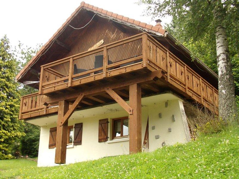 Superbe chalet en bois au calme avec sauna, WIFI,  exposition plein sud, holiday rental in Oderen