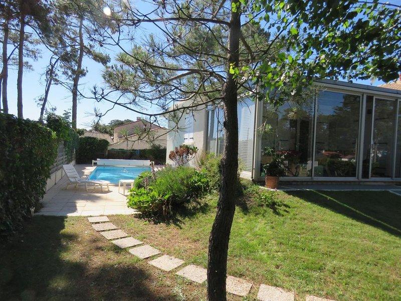 Villa de bord de mer  avec piscine privée, holiday rental in Jard-sur-Mer