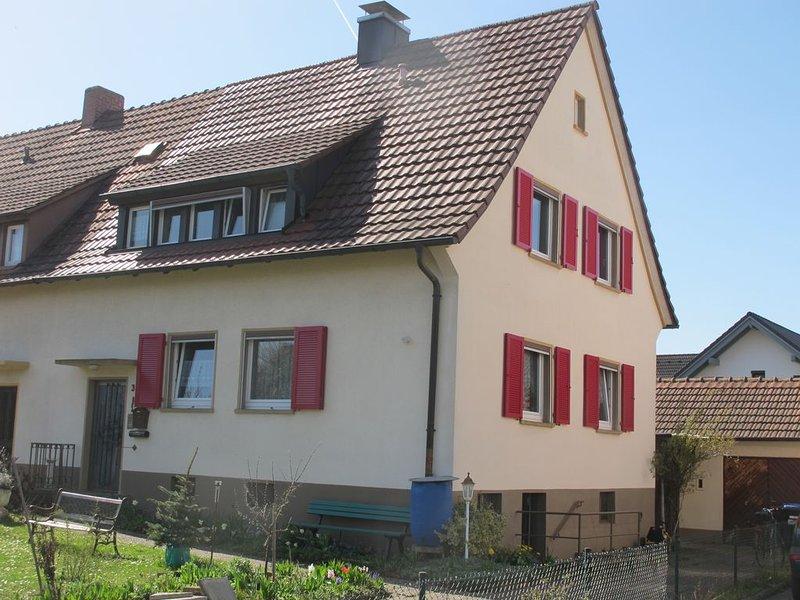 gemütliche Ferienwohnung in kleinem Häuschen mit Gartenbenutzung, casa vacanza a Boetzingen