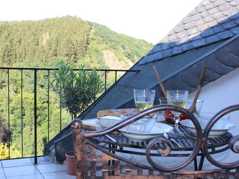 NEU: Romantisches Wohnen, holiday rental in Hellenthal