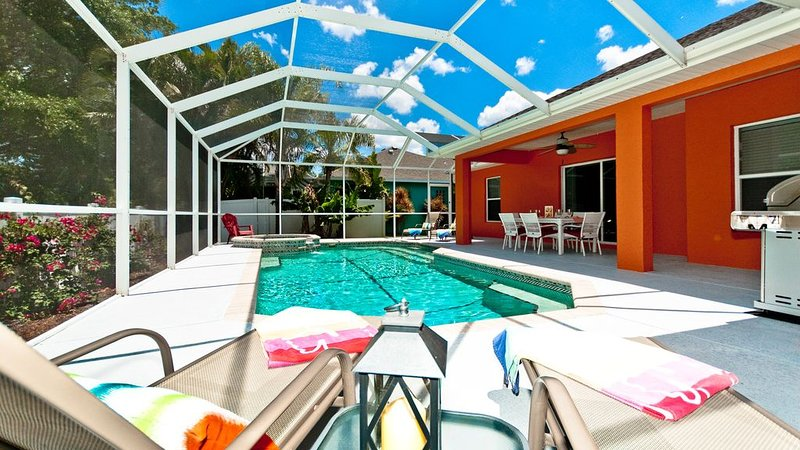 Florida Breeze has EVERYTHING you need! Pool 3 Miles to the beach!, holiday rental in Bradenton