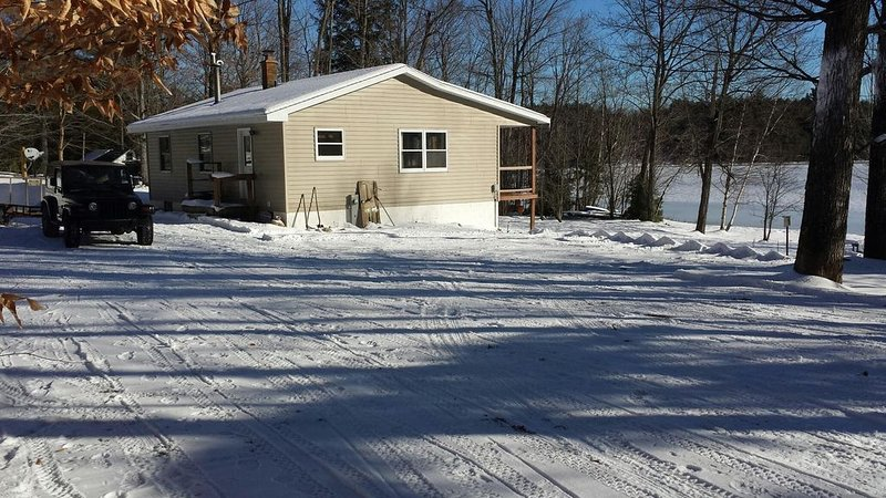 MASTERS RETREAT near Pictured Rocks: WIFI - Great for snowmobilers!, holiday rental in Cooks