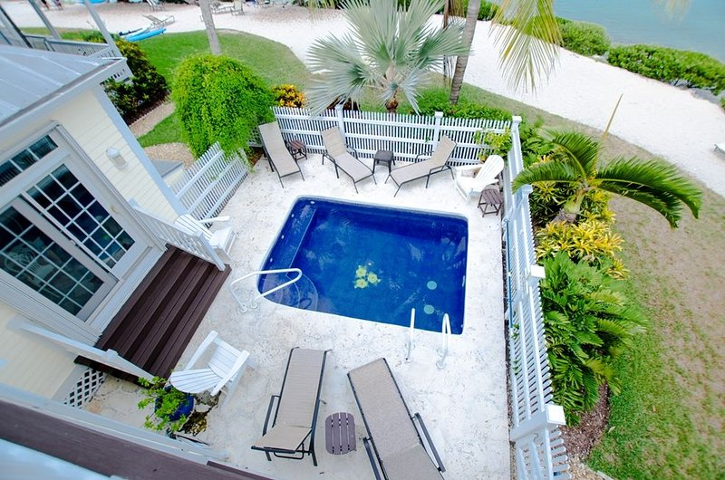 5004 Sunset Village with Private Pool, Sunning Beach Access and Breathtaking Wat, casa vacanza a Conch Key