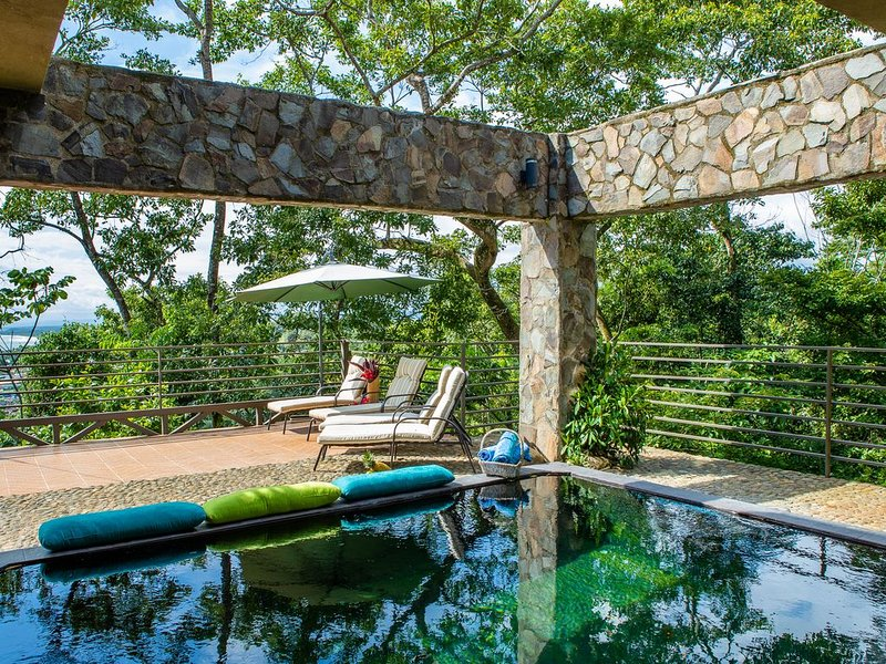 Exclusive 3-7BR Villa Tanager with Ocean & Jungle Views and Exotic Wildlife Visi, holiday rental in Quepos