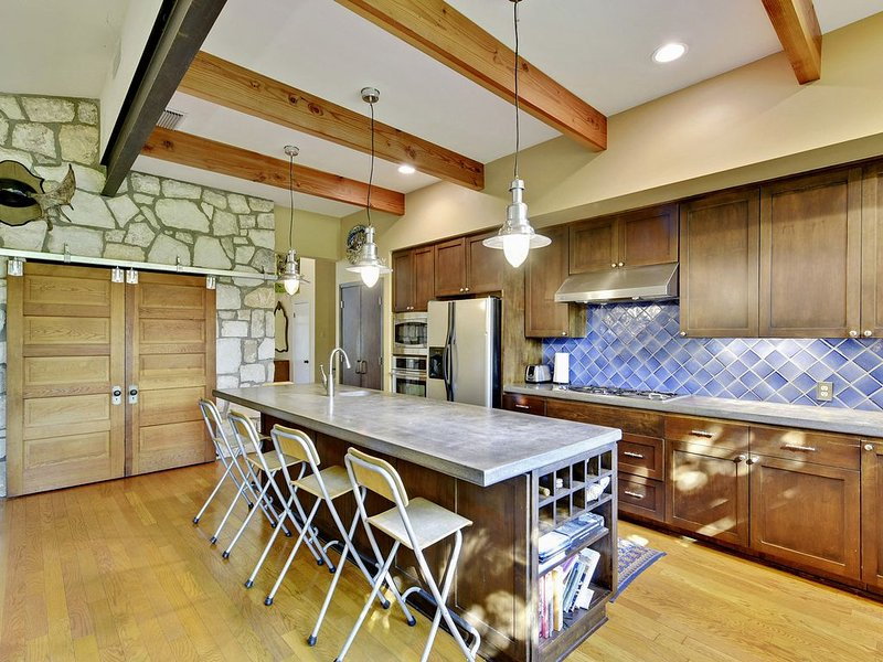 AUTHENTIC ATX ORIGINAL   Up to 8bds   Walk to Downtown   Perfect for Festival, holiday rental in West Lake Hills