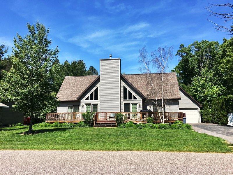 Berry Bear Depot * Spring Brook Resort | Spacious 5 Bedroom | Includes Resort Ac, holiday rental in Wisconsin Dells
