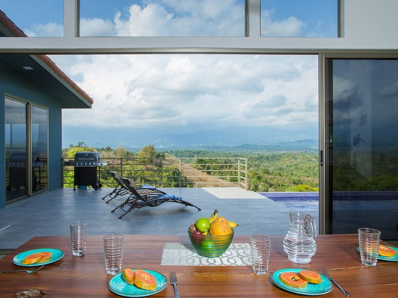 Secret Mountain Top 3BR Casa Colibrí with Jungle Views, Private Pool & BBQ, holiday rental in Quepos