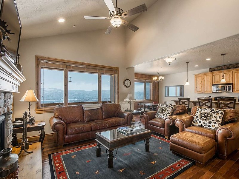 Leather Furnishings, Gas Fireplace, Cable HDTV, Deck w Views, Open Floor Plan