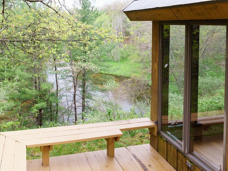 Great location to Fish, Kayak, and Canoe along the Pere Marquette River, casa vacanza a Irons