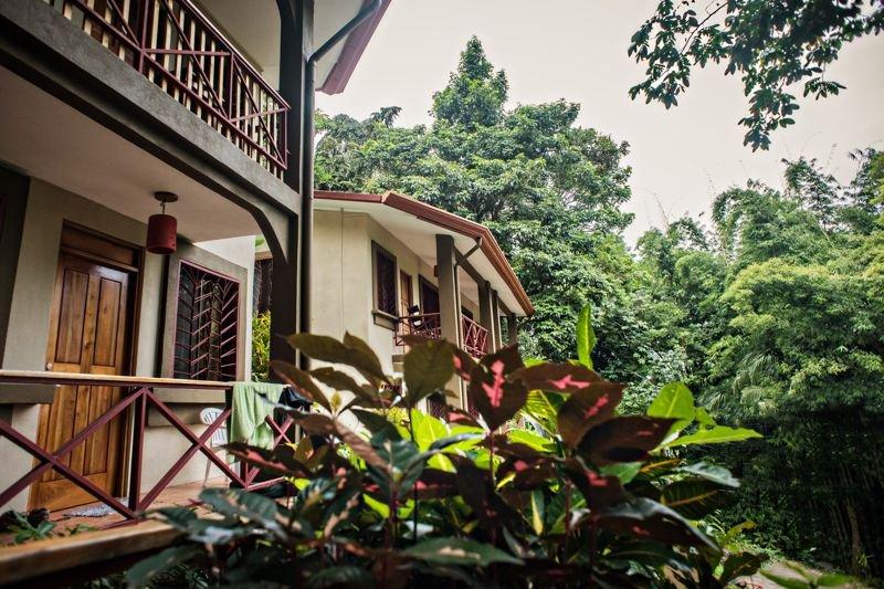 Eco-Condo Serviced Apartments in Quepos w/ Pool & Wildlife Visits!, location de vacances à Quepos