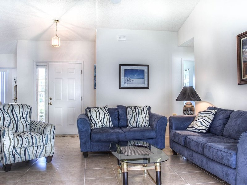 Spacious home mins from Bradenton Beach on Anna Maria Island! West Bradenton 07, holiday rental in Bradenton
