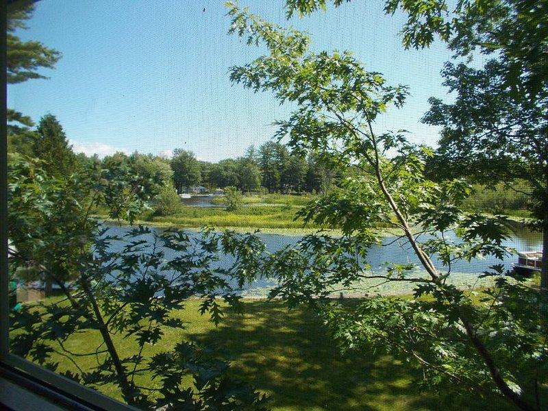 RIVERDALE HIDEAWAY: Great central U.P. location! 3 bedrooms/ 2 baths, holiday rental in Garden