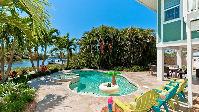 The Moorings! Bring Your Boat to this Newly Renovated Home w/ Private Pool, alquiler de vacaciones en Terra Ceia