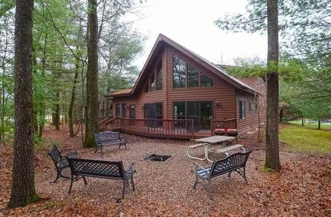 Bearclaw Cabin * Spring Brook Resort-Beautiful Chalet w/ Log Cabin Decor, vacation rental in Wisconsin Dells