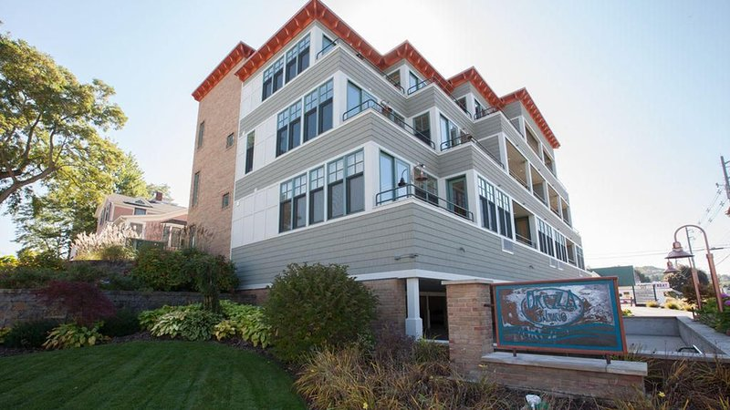 Stunning Condo w/Channel Views in the highly desired Brezza building!, holiday rental in Grand Haven