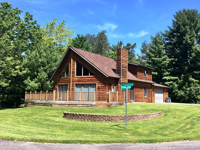 Northwoods Chalet * Spring Brook Resort | Grand 3 Bedroom | Perfect for Family, vacation rental in Wisconsin Dells
