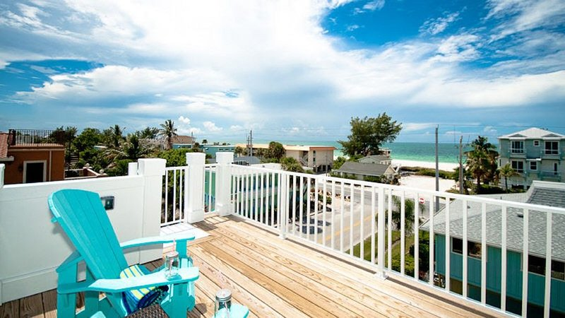 LimeKiss B! Sweeping Views From Gulf To Bay! Elevator & Unlimited Sunsets!, alquiler vacacional en Anna Maria Island