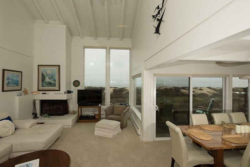 Monterey Dunes Beachfront, Sand, Surf - Book now without waiting - Instant Confi, vacation rental in Marina