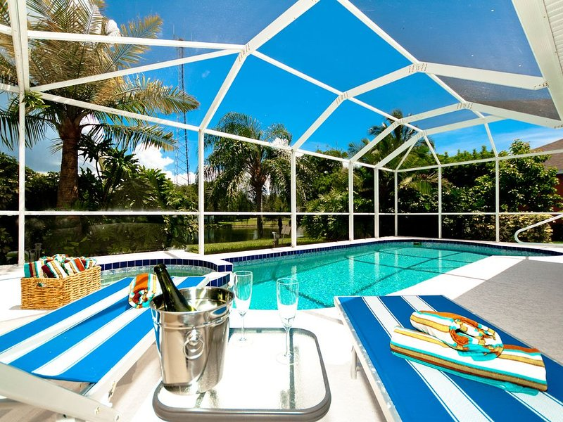 Beach Bliss! Newly Renovated And Gorgeous Pool Home, holiday rental in Bradenton
