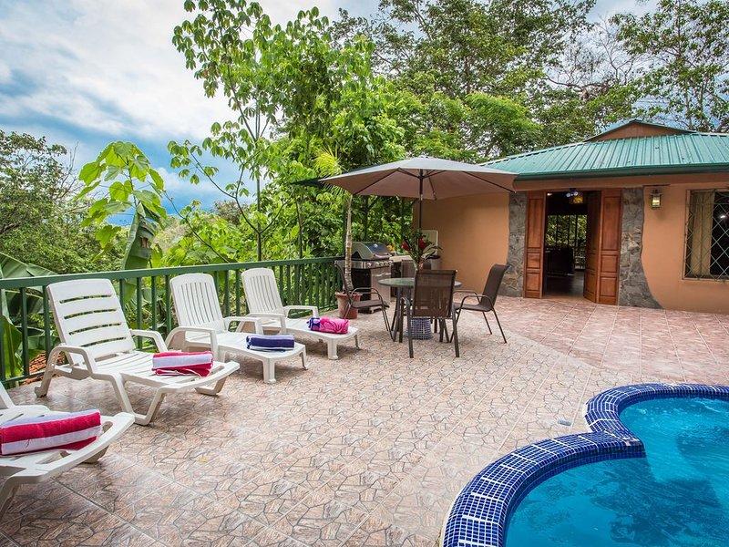 Casa Macaw Jungle Cabin w/ Private pool & Wifi and AC, location de vacances à Quepos