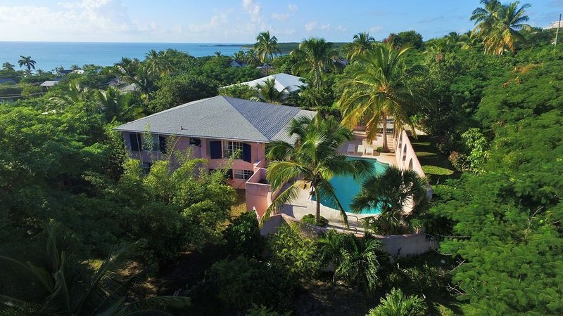 Exotic Island Villa with Harbour View and Private Pool, casa vacanza a Governor's Harbour