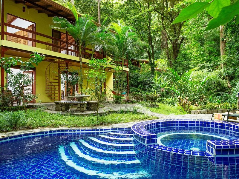 Toucan Villa Family home w/ Private Pool, Garden & AC, holiday rental in Quepos