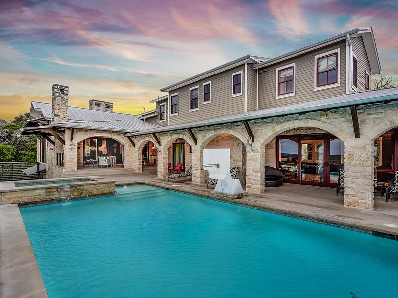 ABOVE CANYON VIEW | Up to 17 Beds | 5mi to Downtown | Gameroom | Pool I Spa, alquiler de vacaciones en Austin