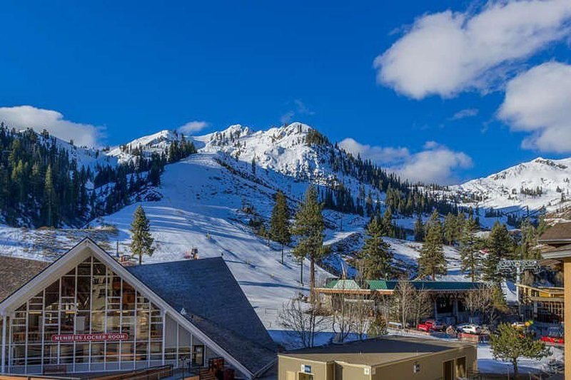 The Village Squaw, Fireplace Slopeside Ski-In Ski-Out, alquiler de vacaciones en Olympic Valley