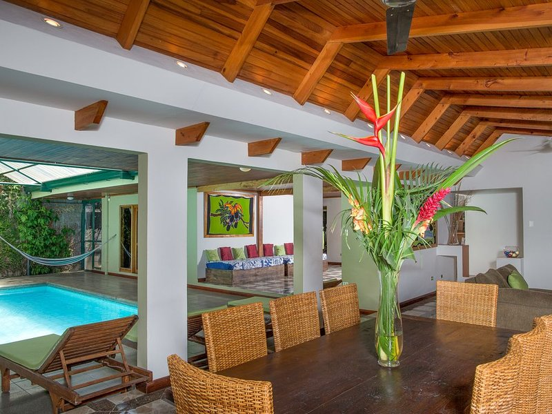 Casa Peces Family home w/ private pool and Sauna in upscale neighborhood, alquiler de vacaciones en Provincia de San Jose