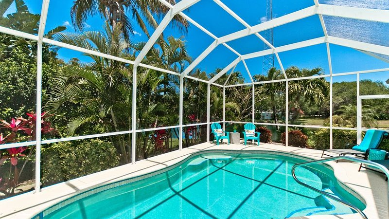Villa Sea La Vie - Newly Renovated Lakefront Home w/ Private Pool, holiday rental in Bradenton