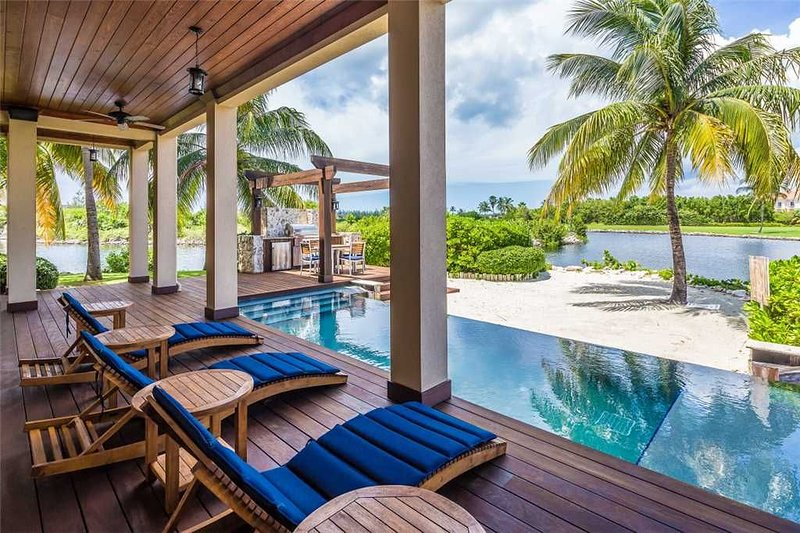 Magnificent Deckhouse Located at The Ritz-Carlton, vacation rental in Seven Mile Beach