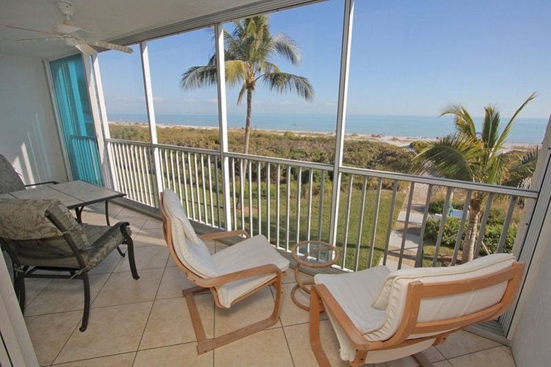 Sanibel Surfside #114: Immaculate Condo w/ Direct Gulf Front Expansive Views!, aluguéis de temporada em Sanibel Island