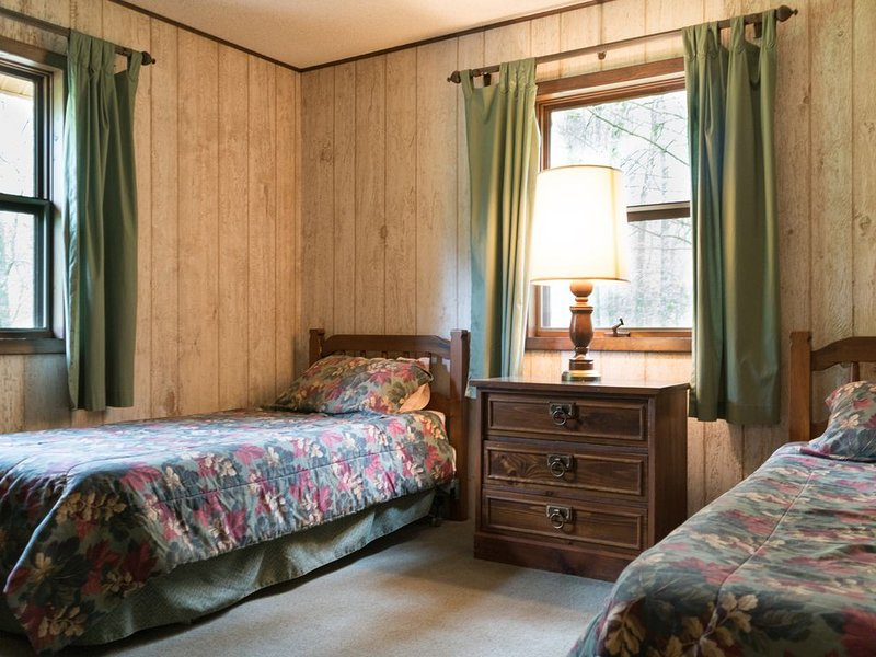 Bedroom with two twin beds - Bedroom with two twin beds.